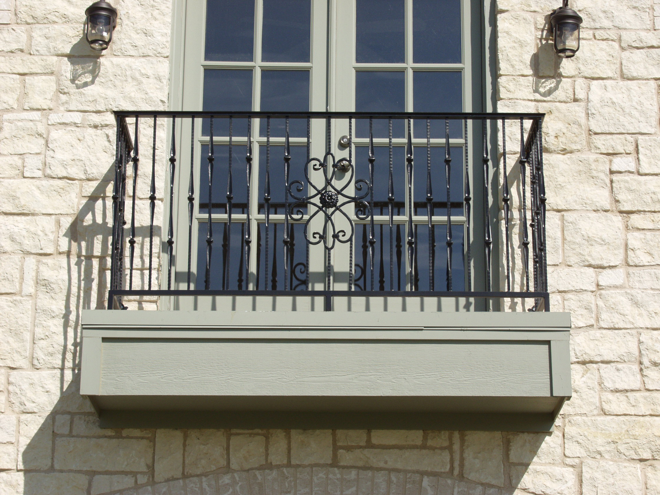 Juliet balconies growing in popularity for Metal balcony
